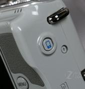 EOS M10拥有WiFi和NFC功能方便分享