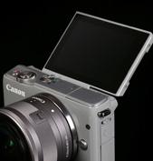 EOS M10搭载了方便使用的翻转触控屏幕