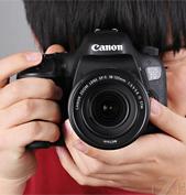APS-C规格的单反在长焦摄影方面优势明显