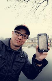 我在安徽宏村,和我的MOTO合影!