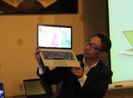 董奕先生展示Kirabook影音体验