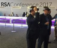 参会者头戴HoloLens