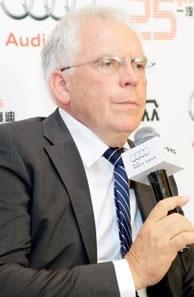 哈肯贝格教授<span>奥迪公司负责技术和研发的董事</span>