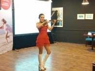 美女小提琴演奏