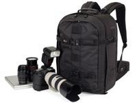摄影背包里准备好摄影的一切所需
