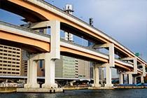 穿梭于城市的桥梁