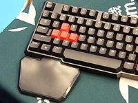 舒适的竞技键盘手托