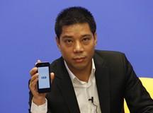 贺建胜先生展示VEB手机