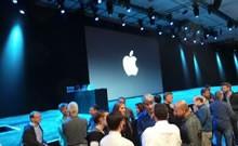 会前苹果高层们与现场嘉宾攀谈