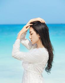 沙滩美少女