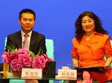 杨旭东先生以及主持人刘克丽女士