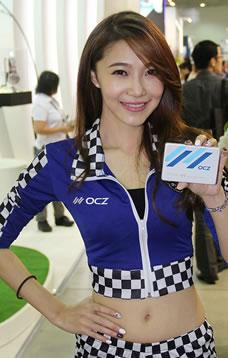 拿OCZ产品的骨感美女