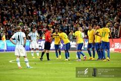 2014南美超级杯巴西队围攻裁判-不断理论中