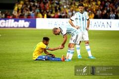 2014南美超级杯赛场花絮-温情一刻