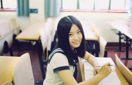 在大学校园为女友拍摄一组青春人像