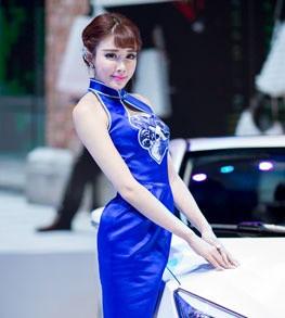 诠释古典美比亚迪美女车模