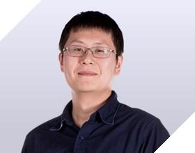 <b>蔡小鹏</b><i>中关村在线 副总经理</i>智能大数据下的精准内容<br>传播生态与全新定制营销服务