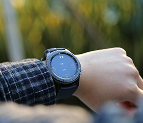 外形传统的智能手表 三星Gear S3图赏