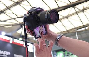 CJ现场用相机玩儿自拍