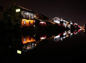 《小城夜色》