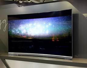 海尔105吋5K曲面电视