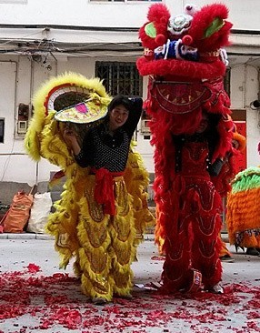 标题:舞狮庆新春<br/> 型号:米2<br/> 作者:谁伴我浪荡
