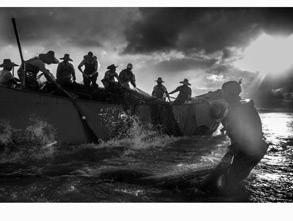 年度摄影师入围奖:《渔捕》作者:bisaizhuanyong 曾获月赛奖项 :2013年3月月赛3等奖 获奖作品拍摄时间:2013-11-02 07.1
