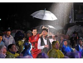 三等奖:《 雨中的敬业 》 蜂鸟id:飞镖501