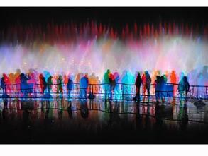 二等奖:《观喷泉》组图 蜂鸟id:青江流影