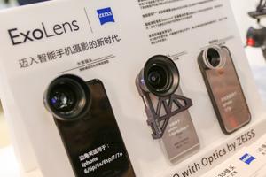 蔡司展示的手机镜头与望远镜