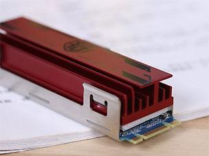 影驰铁甲战将240GB SSD