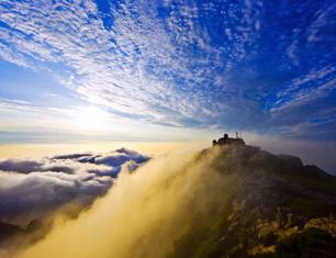 《云起泰山》