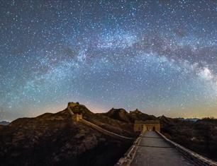 《银河下的金山岭》
