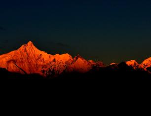 《梅里雪山之晨》