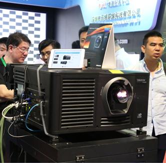 东方中原展示RGB激光放映机