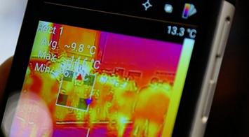 CAT推彪悍三防手机 搭配热成像功能