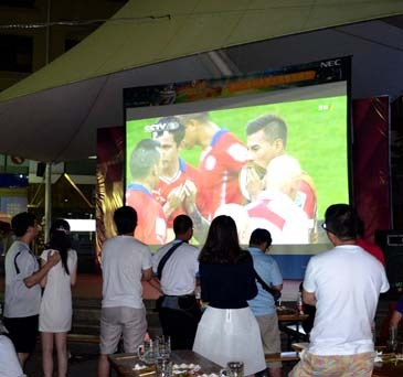 巴西点杀智利 NEC激光300吋世界杯之夜