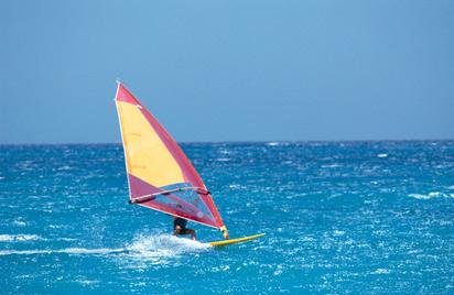 海上帆船冲浪