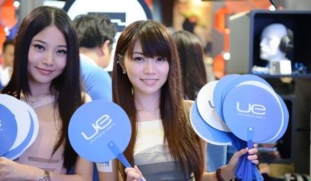 2013香港视听展 展会美女模特也不少