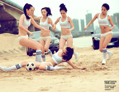 《 足 球 女 战 风 云 》------电年华人像作品