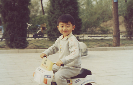 从小,人小车小但心大,别看小时候傻傻分不清楚,心早就野了