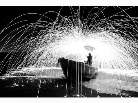 2013年蜂鸟网年度摄影师奖:《铁水盛装》作者:光影魔术 曾获月赛奖项 :2013年11月月赛优秀奖 获奖作品拍摄时间:2013-12-28 17.45