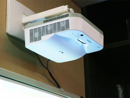 光峰教育投影机