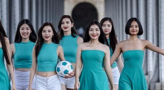 法兰西风情 海信欧洲杯足球宝贝美图赏