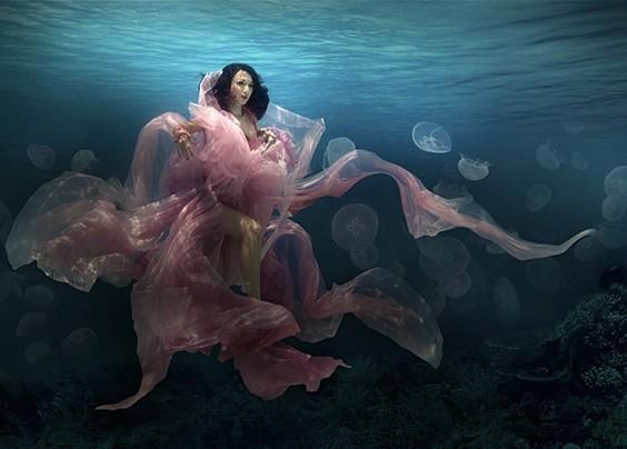 欣赏来自Martha Suherman的一组水下人像写真摄影作品