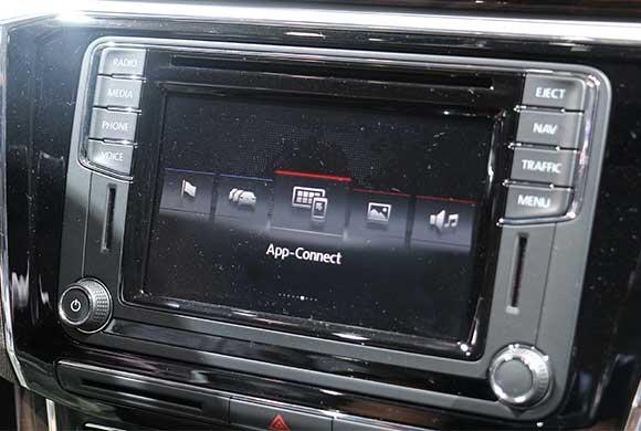 科技看车展 现场体验帕萨特MIB II系统