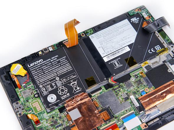 取下覆盖在电池上方的逻辑板排线