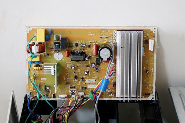 电路部分,松下cu-he13kh1空调采用大电路板