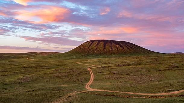 黄昏时分的察哈尔火山
