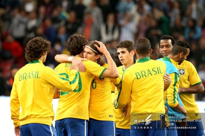 2014南美超级杯巴西队-巴西队庆祝比赛胜利